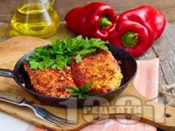 Панирани червени чушки бюрек с яйца и сирене на тиган - класическа рецепта - снимка на рецептата